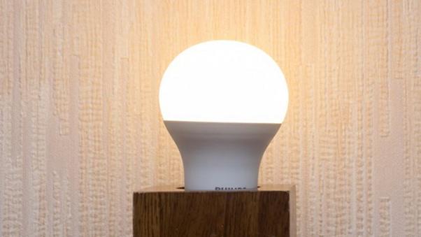 Мягкий желтый свет второй версии Philips LED Smart Bulb